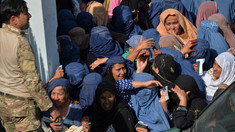 Cel puțin 11 femei care încercau să obțină vize au murit călcate în picioare pe un stadion din Afganistan