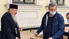FOTO | Mitropolia Basarabiei, subordonată canonic Patriarhiei Române, a donat scaune cu rotile persoanelor cu dizabilități