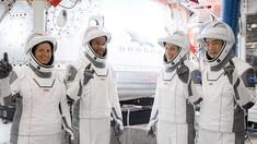 SpaceX înlocuiește două motoare de rachetă pentru următoarea lansare cu astronauți pentru NASA