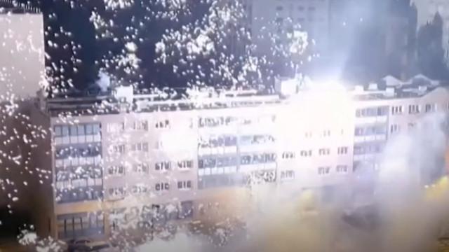 O secție de poliție de lângă Paris a fost atacată cu artificii