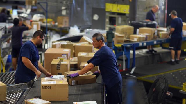 Amazon se confruntă cu greve masive la depozitele din Germania