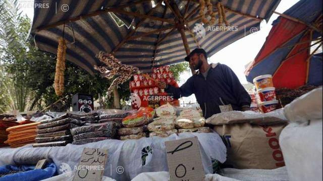 Unele țări încep să își facă stocuri de alimente pe ce măsură ce prețurile cresc, iar criza COVID se agravează