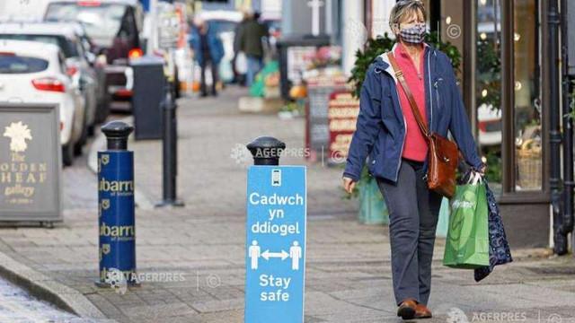 Coronavirus: Restricții locale înăsprite în Regatul Unit; un responsabil medical scoțian vorbește despre un ''Crăciun online''