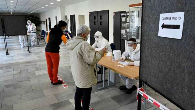 Coronavirus: Slovacia a început să-și testeze toți locuitorii cu vârsta peste 10 ani