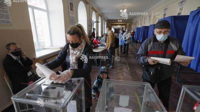 Alegeri în Ucraina: OSCE apreciază transparența, dar critică o inițiativă a președintelui Zelenski