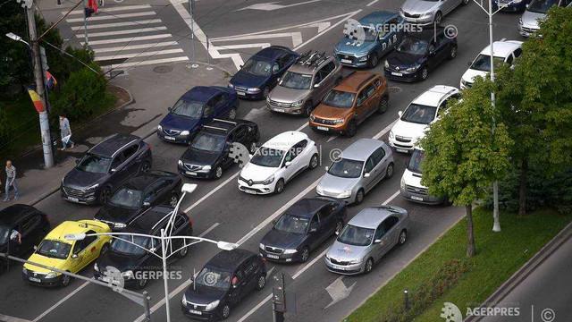 Pandemia COVID-19 a schimbat preferințele de mobilitate, mașina personală redevine opțiunea principală (raport)