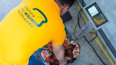 Procesatorii de alimente sunt îndemnați să nu le arunce, să le ofere celor care au nevoie