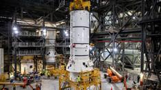 """NASA a început asamblarea """"megarachetei"""" care va duce din nou oameni pe Lună"""
