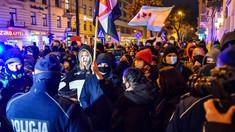 Proteste în Polonia împotriva legii care interzice avortul. Poliția a făcut arestări