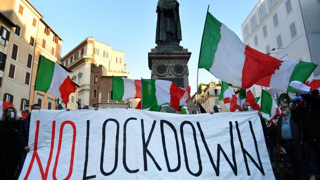 Italia intră în carantină parțială, interzice circulația pe timp de noapte și închide