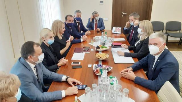"""Cei cinci deputați care au părăsit recent Pro Moldova anunță că fracțiunea Partidului Șor a susținut demersul lor de a semna Convenția """"Pentru Moldova"""""""