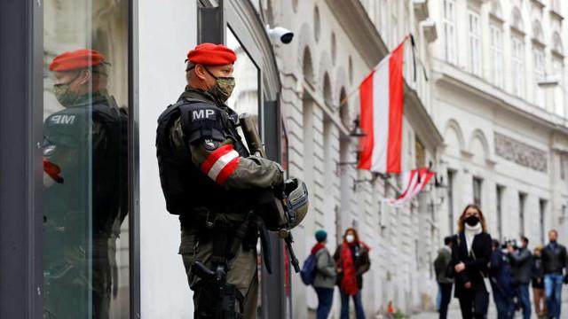 Opt dintre cei arestați în urma atacului din Viena aveau condamnări pentru acte legate de terorism