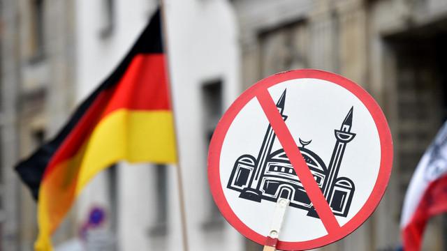 Complot terorist dejucat în Germania. 12 bărbați plănuiau să atace moschei și să omoare musulmani