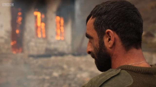 Oamenii de lângă Nagorno-Karabakh își ard casele înainte de a părăsi regiunea: