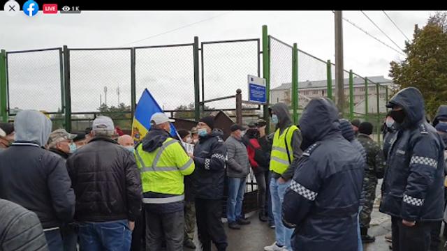 Zeci de polițiști din forțele speciale dislocați în localitatea Varnița