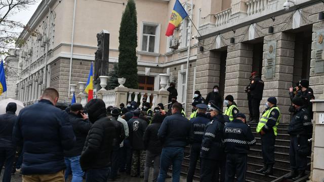 VIDEO | Veteranii războiului de pe Nistru au protestat în fața MAI, solicitând demisia lui Pavel Voicu