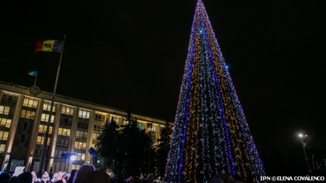 Fără iarmaroace, dar cu Pom de Crăciun în centrul capitalei