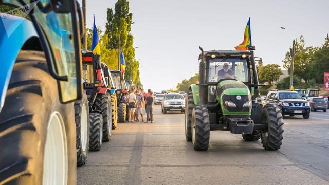 """De ziua agricultorilor, premierul Ion Chicu amintește că a fost majorat Fondul de subvenționare. Alexandru Slusari atenționează: """"În premieră riscăm să intrăm în anul nou fără subvenții"""""""