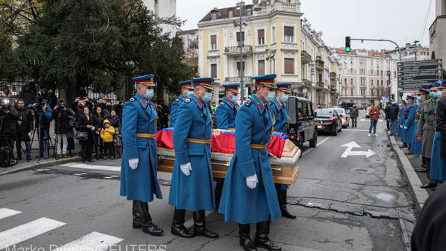 Serbia: Mii de credincioși au venit la catafalcul patriarhului Irineu, în pofida pandemiei
