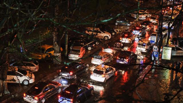 Autoritățile renunță la includerea taxelor rutiere în accizele la carburanți