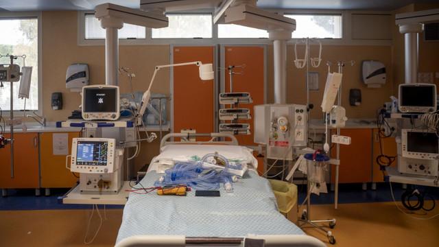 Mai mulți parlamentari medici din Grecia se întorc la lucru în spitale pentru a ușura povara pandemiei de coronavirus