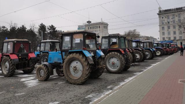 Fermierii protestează din nou în Chișinău nemulțumiți că autoritățile nu au susținut suficient domeniul agricol, afectat de secetă în acest an