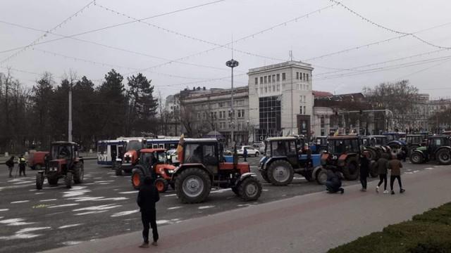 Agricultorii au întrerupt protestele până marți