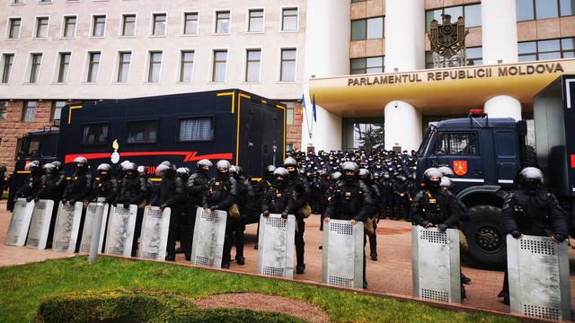 LIVE | Protestul din centrul Capitalei. Altercații între polițiști și fermieri, care încearcă să se deplaseze cu tractoarele pe scările scuarului din fața clădirii Parlamentului