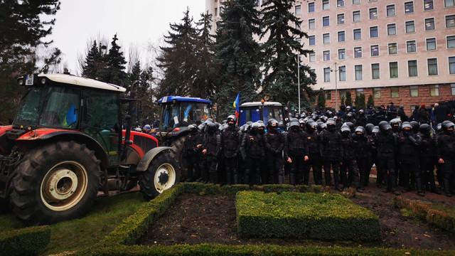 Agricultorii care au protestat în fața Parlamentului au solicitat demisia ministrului Agriculturii și a premierului pentru că nu au gestionat bine criza din agricultură