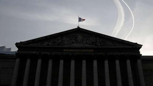 Antiterorism: Parlamentul francez a adoptat prelungirea unor măsuri controversate