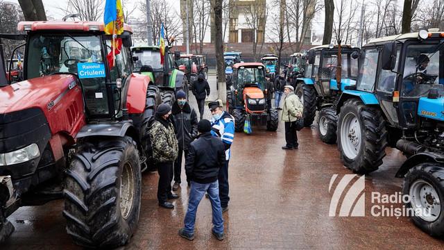 Deputații nu au ieșit cu un plan de compensare a agricultorilor. Protestul a fost întrerupt