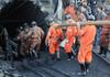 12 mineri chinezi au dat un semn de viață la o săptămână de la explozia care i-a îngropat în subteran