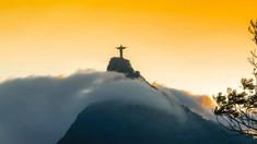 Patru fotbaliști brazilieni și președintele unui club de fotbal au murit după ce avionul care îi ducea la Cupa Braziliei s-a prăbușit