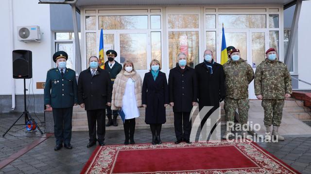 GALERIE FOTO | Primul lot de ajutoare românești, care conține o tonă de medicamente și echipamente în valoare de peste 650 de mii de lei, a ajuns în R. Moldova. Ala Nemerenco: Aceste ajutoare sunt foarte importante pentru medicii din R. Moldova