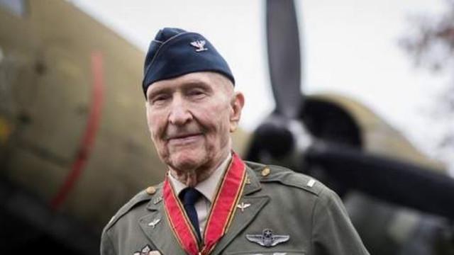 Coronavirus: Un veteran celebru din al Doilea Război Mondial, în vârstă de 100 de ani, a învins infecția