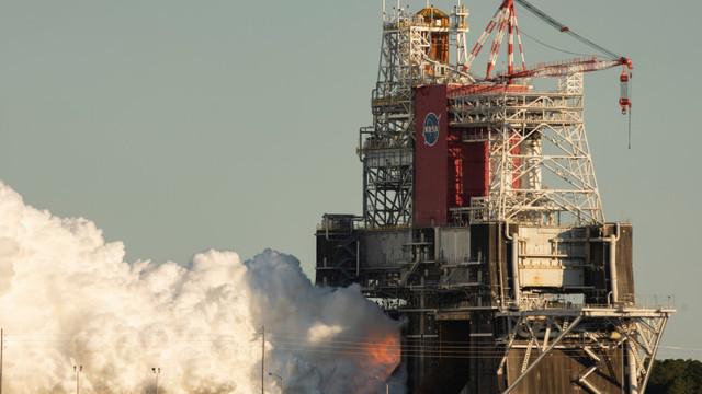 NASA a întrerupt ultimul test al rachetei SLS care va trebui să ducă oamenii pe Lună