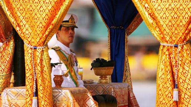 O femeie a fost condamnată la 43 de ani de închisoare pentru că a insultat monarhia thailandeză