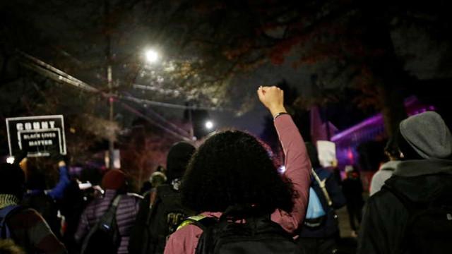 SUA: Manifestanți antifasciști au devastat clădiri în Portland și Seattle