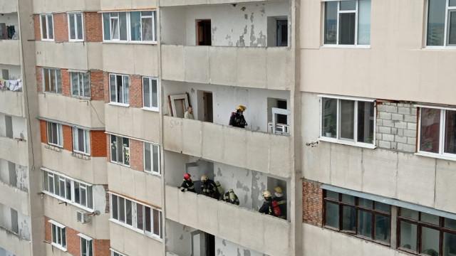 FOTO | Un apartament din Chișinău, cuprins de flăcări. Nu au fost înregistrate victime