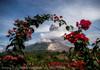 Vulcanul Sinabung din Indonezia a expulzat o coloană de cenușă la 1.500 de metri înălțime