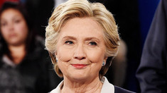 Hillary Clinton va publica în octombrie romanul ''State of Terror''