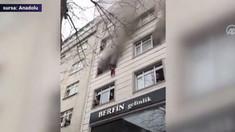 O femeie și-a aruncat copiii pe geam pentru a-i salva dintr-un incendiu, în Istanbul