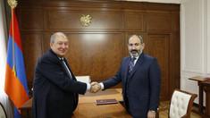 Armenia: Președintele refuză să-l demită pe șeful armatei