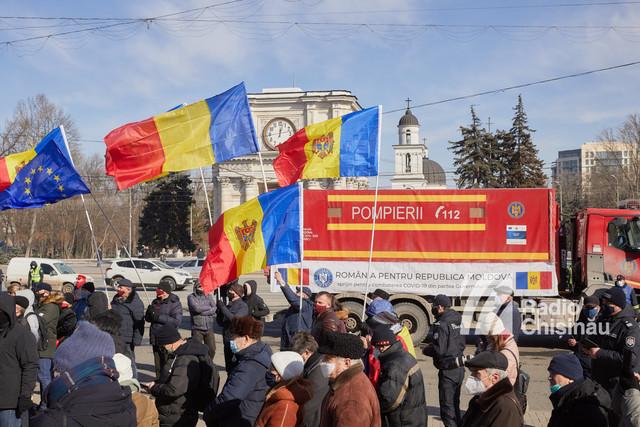 GALERIE FOTO | România a trecut din nou Prutul și a adus un important ajutor umanitar în lupta cu COVID-19. Bogdan Aurescu: Suntem și ne dorim să rămânem cel mai sincer și cel mai important partener al R.Moldova