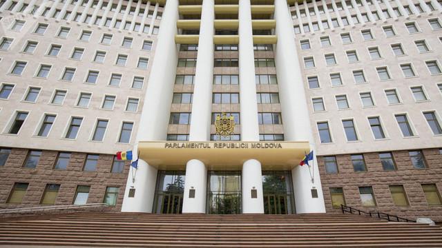 """Comisia juridică a aprobat proiectul Partidului """"Șor"""" care prevede ca deciziile Biroului Permanent al Parlamentului să fie traduse obligatoriu în limba rusă"""