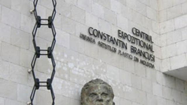 """La Centrul """"C. Brâncuși"""" a fost vernisată o expoziție de artă plastică contemporană"""