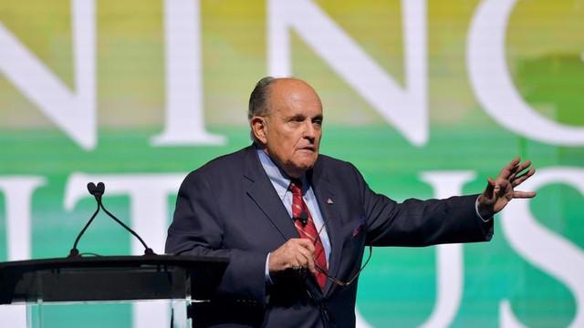 Donald Trump l-a concediat pe Rudy Giuliani, avocatul său personal