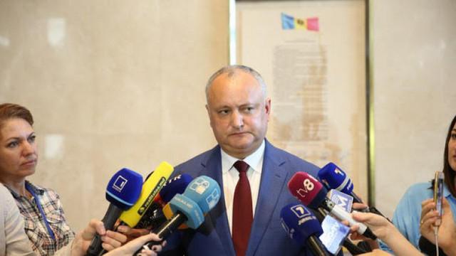 """Cum justifică Igor Dodon decizia de a nu-i retrage """"Ordinul Republicii"""" lu Vladimir Plahotniuc"""