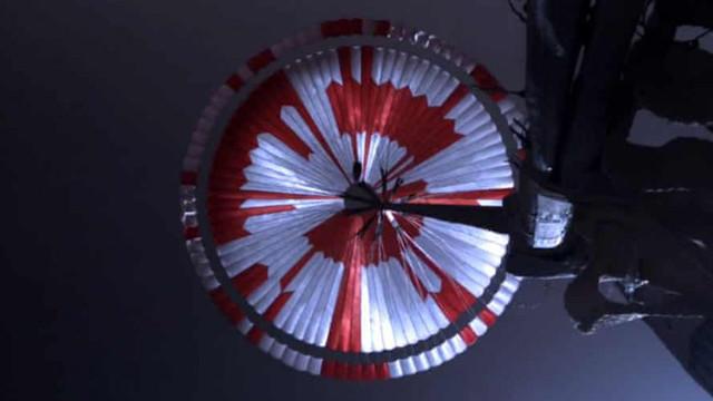 """Inginerii NASA au ascuns un mesaj în parașuta roverului Perseverance. """"Se pare că internetul a spart codul în 6 ore"""""""