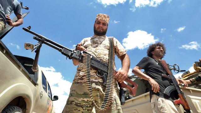 Libia a ajuns un stat aproape complet eșuat. Țara e practic împărțită în două de Rusia și Turcia, care își împart zonele de influență